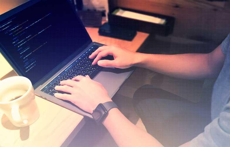 オンラインプログラミングスクールのおすすめを比較!転職・就職に役立つスキルを自宅で学べる